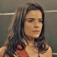 """Final """"A Regra do Jogo"""": Tóia (Vanessa Giácomo) tenta matar Romero de novo para fugir do cativeiro"""