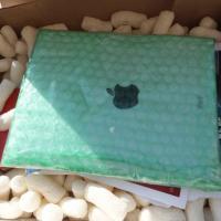 Nos EUA, golpistas vendem ladrilhos adesivados como se fossem iPads
