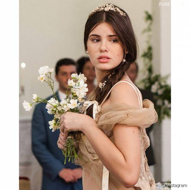 """Camila Queiroz, de """"Êta Mundo Bom!"""", revela que é tão romântica quanto a personagem"""