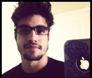 Em 2012, entre uma novela e outra, Caio deixou a barbicha crescer e apostou em um visual mais nerd, com direito a óculos e tudo mais