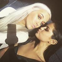 Selena Gomez convida irmã de Louis Tomlinson, do One Direction, para ser sua maquiadora!