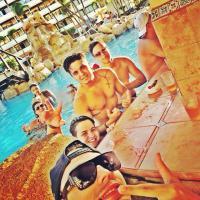 Depois de férias, Luan Santana volta ao Brasil e fará show no Festival de Verão