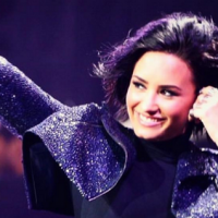 "Demi Lovato canta ""Cool For The Summer"", ""Confident"" e ""For You"" em especial da Victoria's Secret"