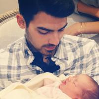 Filha recém nascida de Kevin reúne Jonas Brothers após separação da banda