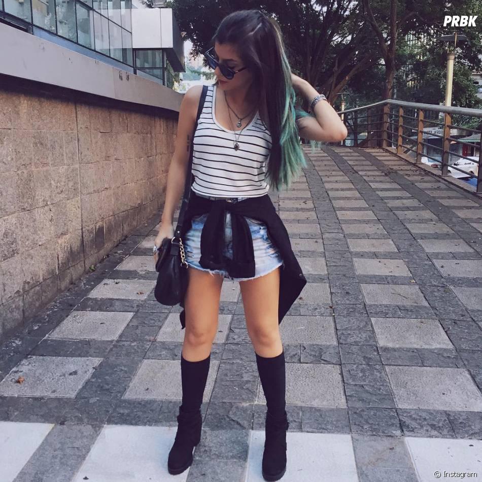 de0c68cb979a9 Nah Cardoso ama usar sapatos com meias 3 4 e 5 8, aquelas que vão até a  canela e os joelhos