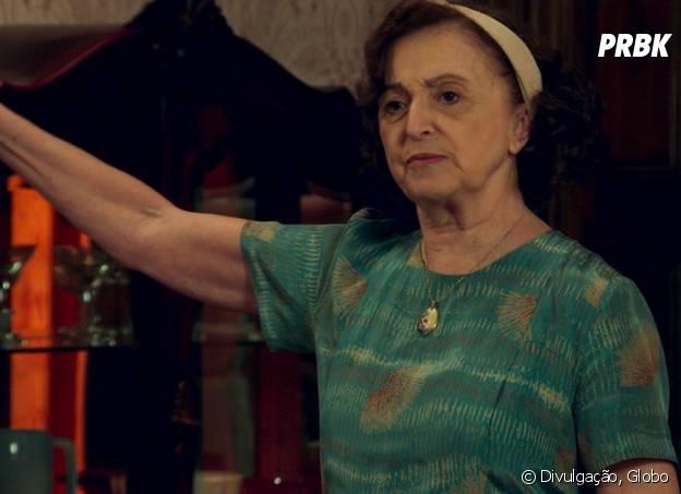 """Novela """"Êta Mundo Bom!"""": Camélia (Ana Lucia Torre) diz para Osório (Arthur Aguiar) oficializar relacionamento com Gerusa (Giovanna Grigio)"""