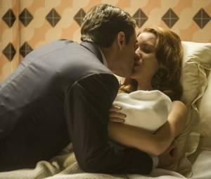 """Silvia (Nathalia Dill) vive um amor com seu ex-cunhado Viktor (Rafael Cardoso) em """"Joia Rara"""""""