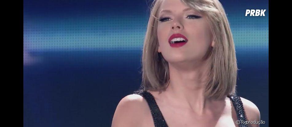"""Taylor Swift mostra sua """"1989 World Tour"""" no clipe de """"New Romantics"""""""