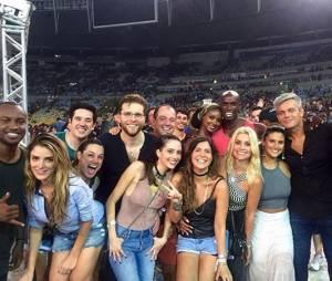 """Show do Coldplay no Rio tem a presença de famosos como Giulia Costa, de """"Malhação"""", Flávia Alessandra e Thiaguinho"""