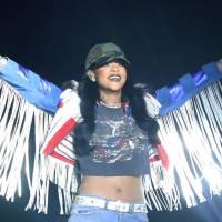 "Rihanna canta ""We Found Love"" no Coachella 2016, surpreende fãs e é tietada por Taylor Swift"