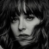 """De """"50 Tons de Cinza"""": Dakota Johnson diz que rodar cenas de sexo com Jamie Dornan é entediante!"""