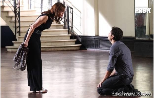 """Na trama de """"Em Família"""", Laerte (Gabriel Braga Nunes) ficará de joelhos perante à Helena (Julia Lemmertz)!"""