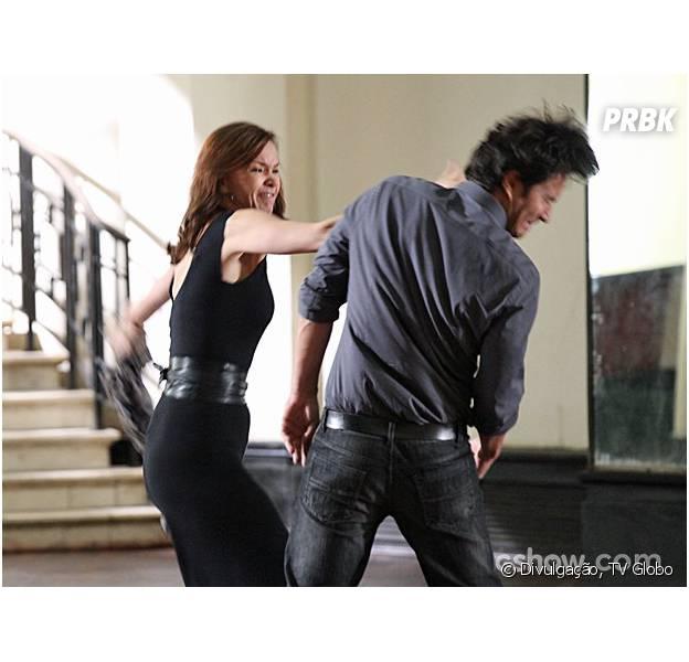 """Helena (Julia Lemmertz) e Laerte (Gabriel Braga Nunes) vão sair no tapa na novela """"Em Família"""""""