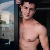 """Klebber Toledo, de """"Êta Mundo Bom"""", comenta cenas de nudez na novela: """"Morro de vergonha!"""""""