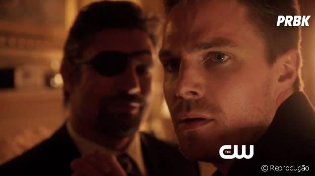 """Em """"Arrow"""", Oliver (Stephen Amell) recebe a visita desagradável de Slade (Manu Bennett)!"""