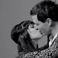 """Vídeo """"Primeiro Beijo"""" reúne 20 estranhos para primeiro beijo"""