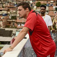 Cinebreak: Cauã Reymond vive traficante em filme sobre o Complexo do Alemão