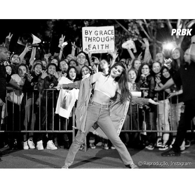 Selena Gomez diz que encontrar com os fãs após os shows faz com que ela se divirta