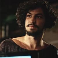"""Novela """"Velho Chico"""": Miguel (Gabriel Leone) conhece Santo, seu verdadeiro pai!"""
