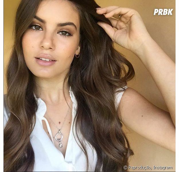 """Camila Queiroz, de """"Êta Mundo Bom!"""", reconhece ser muito crítica em relação ao trabalho e fala sobre elogios!"""