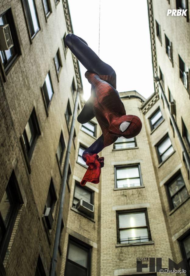 """O Homem-Aranha (Andrew Garfield) mostra seus poderes em """"O Espetacular Homem-Aranha 2"""""""