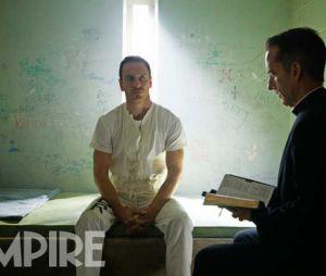 "Michael Fassbender interpreta Callum Lynch no filme ""Assassin's Creed"""