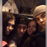 Justin Bieber curte noite com três fãs em boate! Veja imagens e vídeos da festa!