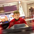 """Anton Yelchin, que foi encontrado morto no último domingo (19), ainda estava rodando """"Star Trek 3"""""""