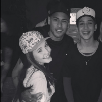 """Larissa Manoela e João Guilherme, de """"Cúmplices de Um Resgate"""", posam com Neymar Jr. em festa!"""