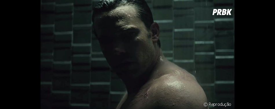 "Cena deletada de ""Batman Vs Superman"" mostra Ben Affleck pelado"