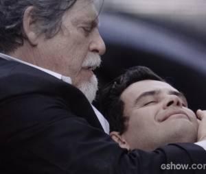 """Em """"Joia Rara"""", Manfred (Carmo Dalla Vecchia) morrerá nos braços de Ernest (José de Abreu)"""