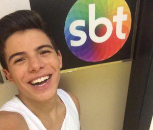 Thomaz Costa divulga números de telefone de Larissa Manoela e João Guilherme