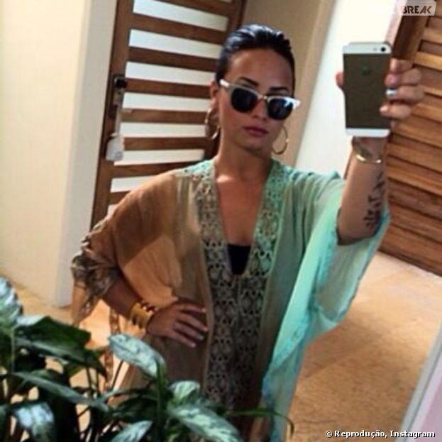 Demi Lovato posta foto tropical antes de temporada de shows no Brasil