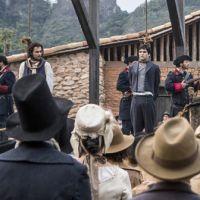 """Final """"Liberdade, Liberdade"""": André (Caio Blat) e Xavier são levados para enforcamento!"""