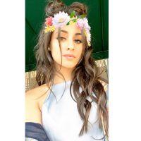 Camila Cabello, do Fifth Harmony, encontra fãs brasileiros e tira fotos com bandeira do Brasil!