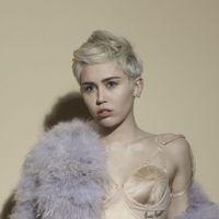 Miley Cyrus fala de término com Liam Hemsworth e afastamento da Disney