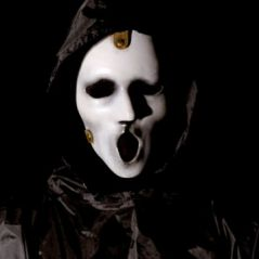 "Em ""Scream"": na 2ª temporada, assassino é revelado com homenagem ao filme original!"