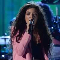 "Lorde canta com o Nirvana durante o ""Rock and Roll Hall of Fame"""