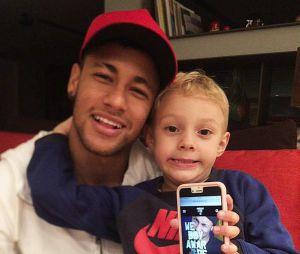 Neymar Jr.vive postando no Instagram os momentos de brincadeiras com o filho