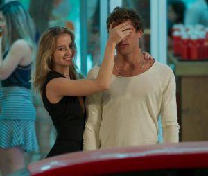 """Em """"Malhação"""", Bárbara (Barbara França) pede Gabriel (Felipe Roque) em casamento!"""
