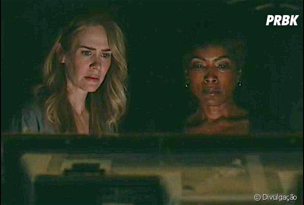 """Em """"American Horror Story"""": Shelby (Sarah Paulson) e Lee (Adina Potter) encontram objetos macabros!"""