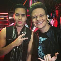 "Michel Teló se apresenta com Prince Royce no ""Billboard Latin Music Awards"""