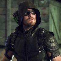 """Em """"Arrow"""": na 5ª temporada, Oliver (Stephen Amell) aparece treinando novos heróis em sinopse!"""