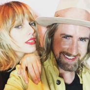 Taylor Swift de visual novo? Cantora surge com corte de cabelo ousado na festa da atriz Liberty Ross