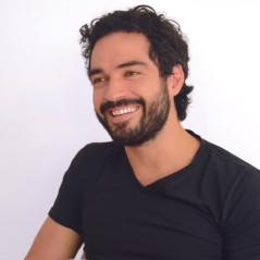 """Alfonso Herrera, de """"Sense8"""" é pai! Ex-RBD publicou no Instagram clique mostrando a novidade"""