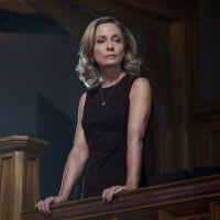 """De """"Arrow"""": na 5ª temporada, mãe de Oliver Queen vai retornar para a trama!"""
