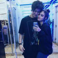 """Giovanna Grigio e Johnny Baroli posam juntos e fãs shippam: """"Casal perfeito"""""""