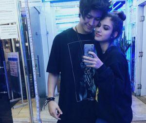 Giovanna Grigio e o namorado, Johnny Baroli, posam juntos no Instagram