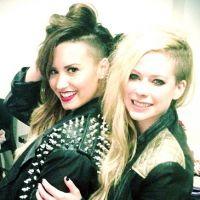 Avril Lavigne e Demi Lovato se encontram em show na Argentina! #gêmeas