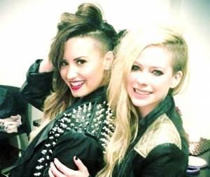 As cantoras Avril Lavigne e Demi Lovato se encontraram em Buenos Aires, na Argentina